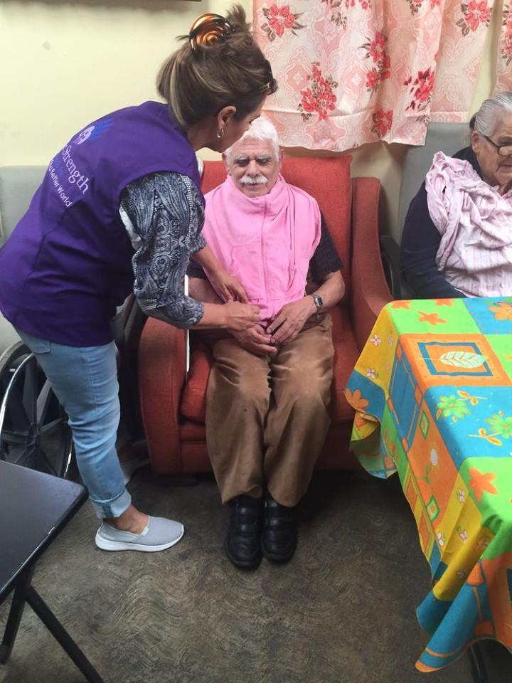 Ayuda a personas de la tercera edad22