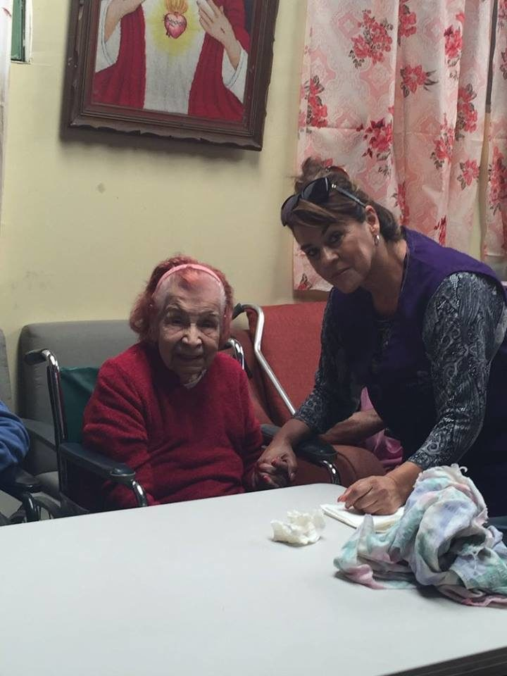 Ayuda a personas de la tercera edad25