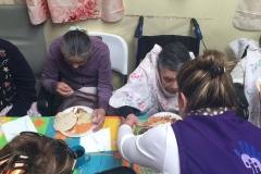 Ayuda a personas de la tercera edad15