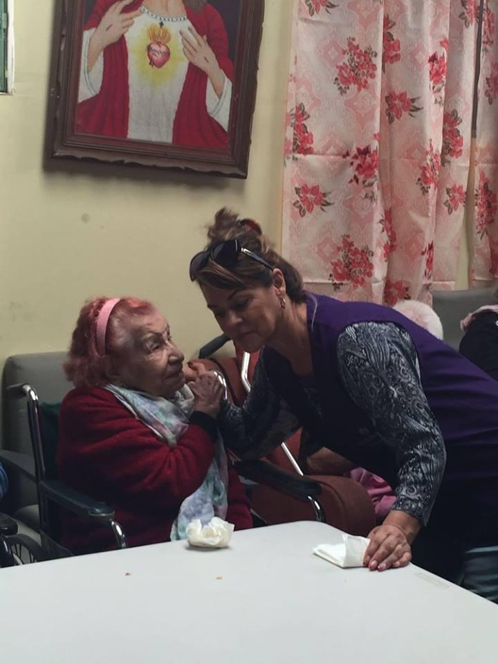 Ayuda a personas de la tercera edad14