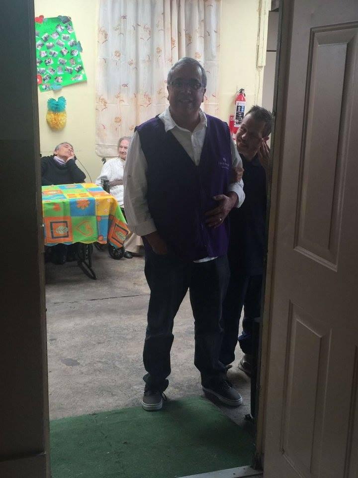 Ayuda a personas de la tercera edad16