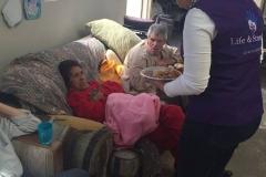 Ayuda a personas de la tercera edad24